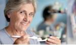 Болезни дёсен могут стать причиной развития слабоумия в старости.